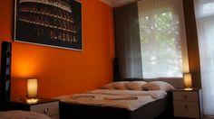 Sypialnia z komfortowym łóżkiem dla 2 osób  http://www.apartamenty-krakow.com/apartamenty-krakow/