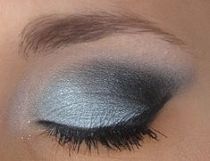 Wintery blue smokey eye using Urban Decay eyeshadows Kiddie Pool (light blue), Gunmetal (dark gray), Creep (black), & Uzi (white shimmer).