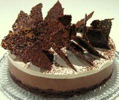 עוגת מוס חגיגית בשכבות