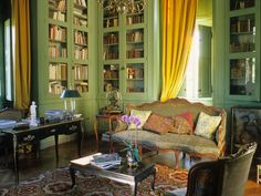 library in French chateau Beautiful Interiors, French Interiors, Green Library, Classic Library, Château Fort, Provence Style, Yellow Interior, French Decor, Beautiful Space