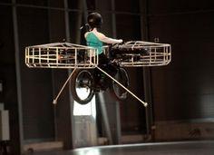実際に飛んだ「空飛ぶ電動自転車」 «  WIRED.jp