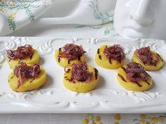 Bocconcini di polenta grigliata con cipolle caramellate un piattino di una bontà unica veramente esplosivo...Ricetta antipasto La cucina di ASI