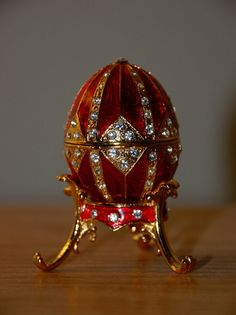Tzars Of Russia Faberge Eggs Fabrege Eggs, Faberge Jewelry, Sculpture Metal, Red Gold, Egg Art, Royal Jewels, Russian Art, Egg Decorating, Trinket Boxes