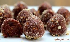 """Quinoa Chocolate Drops - Having a sweet craving but trying to eat clean? Look no further! Quinoa Chocolate Drops are made with 4 superfoods and are """"melt in your mouth"""" yummy! #cleaneating #superfoods #quinoa"""