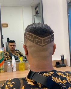 Ahus Barber ✂️💈 (@ahusbarber) • Instagram photos and videos High And Tight, Mens Hair Trends, Bald Fade, Faux Hawk, Bowl Cut, Comb Over, Crew Cuts, Mullets, Pompadour