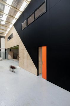 Australian Design News September 2014 : Warehouse Conversion by Doherty Design Studio Design Commercial, Commercial Interiors, Corporate Interiors, Office Interiors, Office Interior Design, Interior And Exterior, Warehouse Design, Warehouse Office Space, Warehouse Plan
