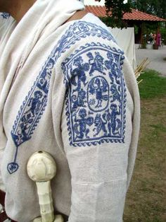"Missy Birgit says find source>>> ""Late Roman tunic with embroidered sleeves and clavi"" Medieval Clothing, Historical Clothing, Roman Clothes, Medieval Embroidery, Empire Romain, Roman Fashion, Textiles, Period Outfit, Renaissance Fair"