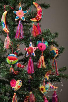 EXPRESA 2-3 DIAS DE ENTREGA A LOS EE.UU. Y CANADA!! Colorido, lindo bordado a mano e hecho adornos de Navidad con esferas, arranques, lunas y corazones con borlas. Ideal para decorar su árbol de Navidad! El tamaño es de aprox. 6 incluyendo asasels. Recibirás varios colores y formas elegidos al