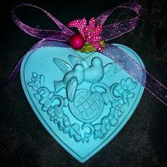 gelin.gorumce8 cm x 8 cm kuş desenli kalp kokulu taş veya magnet #kokulutas #sabun #hediye #hediyelik #kokulutaş #dogumgunu #bebek #babyshower #dogum #dekorasyon #düğün #dekoratif #magnet #gift #tas #nişan #mevlut