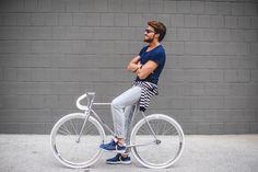 Mariano di Vaio www.mdvstyle.com/my-voile-blanche, digital influencer e fashion blogger italiano tra i più famosi al mondo, al suo rientro da Los Angeles, ha scelto la nostra CIGNO FIXED Bianca per divertirsi e rilassarsi all'aria nel primo weekend di primavera.