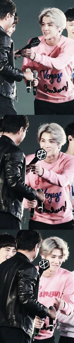 baby sehun gave a lightstick to papa soo man