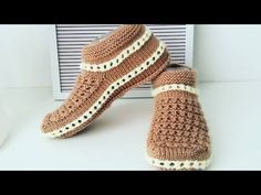 Lace up Shoes 809310995517238939 – Tattos – womenstyle. Knitted Slippers, Knitted Bags, Knitting Socks, Baby Knitting, Beginner Crochet Tutorial, Big Knit Blanket, Big Knits, Crochet Shoes, Slipper Boots