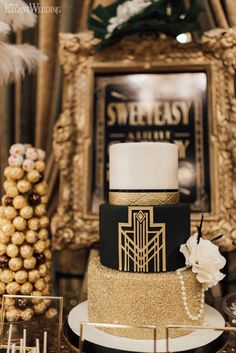 Great Gatsby Wedding Cake, Art Deco Wedding Cake, Black and Gold Wedding Cake, Wedding Cake Great Gatsby Motto, Great Gatsby Cake, Great Gatsby Themed Party, Great Gatsby Wedding, Great Gatsby Decorations, 1920 Theme Party, Roaring 20s Wedding, 1920s Theme, Quince Decorations