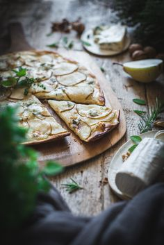 Pear and Gorgonzola homemade Pizza on a rustic wooden background - The Picture Pantry Food Stock Photo Library Food Styling, Camembert Cheese, Pantry, Pear, Food Photography, Healthy Recipes, Healthy Food, Homemade, Mario
