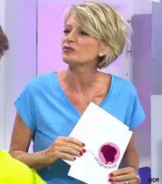 Tee-shirt bleu CAROLL, Tee-shirt MANGO JE L'ACHETE, Sweat bleu marine sirène CLAUDIE PIERLOT, Tee-shirt imprimé ELEVEN PARIS JE L'ACHETE : La tenue de Sophie DAVANT dans C'est au Programme sur France 2 le 24/05/2016