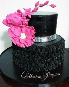 Nero e fucsia - cake by Cakemomi