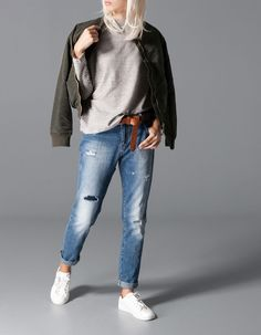 Stradivarius Boyfriend jeans with patch detail