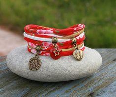 """Bracelet cordon tissu 2 tours """" porte bonheur """" _ rouge blanc et bronze _ petit poignet _ breloque symbole chinois étoile : Bracelet par lillicrapote"""