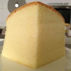 \ Coconut Butter Sponge cake Ingredients: Butter Coconut paste (if you can't find this paste, just replace with butter) Cake Flour, sifted 6 egg yolks 1 tsp Vanilla extract … Coconut Sponge Cake, Lemon Sponge Cake, Sponge Cake Recipes, Bolo Chiffon, Sweet Cooking, Torte Cake, Bowl Cake, Angel Cake, Almond Cakes