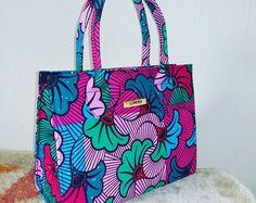 Gorgeous and Affordable African Inspired (Ankara) Bags by Luverdi Diy African Jewelry, African Accessories, Ankara Bags, African Print Clothing, Ethnic Bag, Craft Bags, Hip Bag, African Fabric, Handmade Bags