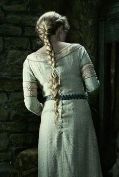 Isolde's hair from Tristan & Isolde Story Inspiration, Writing Inspiration, Character Inspiration, Tristan Isolde, A Writer's Life, Medieval Costume, Medieval Fantasy, Skyrim, Tolkien