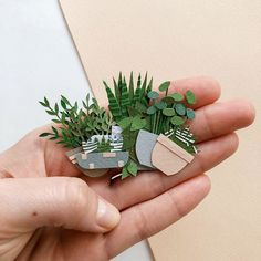 paper art Russian Artist Creates Intricate Paper Plants Without Using Scissors 3d Paper Art, Paper Artwork, Paper Artist, Paper Plants, Paper Cactus, Diy And Crafts, Arts And Crafts, Diy Papier, Ideias Diy