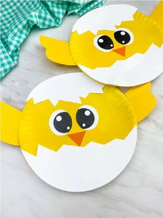 Looking for a fun farm animal craft for kids to make? This easy paper plate chick craft is perfect since it's simple and comes with a free printable template too! Make it for spring time at home or at school. for toddlers Paper Plate Chick Craft Ocean Animal Crafts, Farm Animal Crafts, Animal Crafts For Kids, Spring Crafts For Kids, Crafts For Kids To Make, Toddler Crafts, Preschool Crafts, Kids Crafts, Easy Crafts