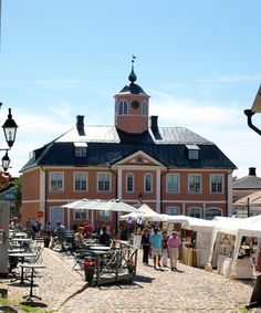 Raatihuoneentori Square and Old Town Hall Finland Destinations, Vacation Destinations, Finland Travel, Lapland Finland, Summer Scenes, Scandinavian Countries, Summer Dream, Old Buildings, Summer Pictures