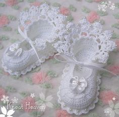 Adorable baby booties from Kneat Heaven