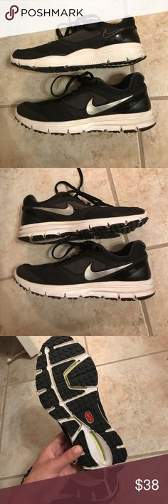 Nike Tennis Shoes Black Gently used. Worn once. Size 6! Nike Shoes Athletic Shoes