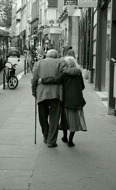 """""""Ma quale San Valentino!? Amala ogni giorno di più come se fosse la cosa più bella che ci sia al mondo, non abbandonarla mai, perchè a fingere per un giorno sono capaci tutti"""""""