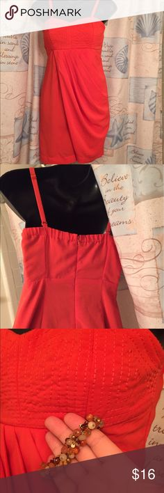 Forever 21 dress Super cute! Polyester and spandex blend. Zips in back. 👺NO TRADES DONT ASK! ✌🏼️Transactions through posh only!  😻 friendly home 💃🏼 if you ask a question about an item, please be ready to purchase (serious buyers only) ❤️Color may vary in person!-inc. orange!  💗⭐️Bundles of 5+ LISTINGS are 5️⃣0️⃣% off! ⭐️buyer pays extra shipping if likely to be over 5 lbs 🙋thanks for looking! Forever 21 Dresses