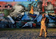 """O artista argentino Alfredo Segatori acaba de entrar para o Guinness Book por criar o maior mural de graffiti do mundo, na capital da Argentina. A obra, de mais de 2 mil metros quadrados, passou a fazer parte da paisagem de Buenos Aires recentemente e leva o nome de """"El Regreso de Quinquela"""". O artista pintou o mural sozinho, mas contou com a colaboração de moradores e comerciantes da região, que cederam tintas e espaço para a realização da obra. Alfredo Segatori se inspirou na trajetória do…"""