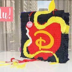 Seguimos con la producción de piñatas! Formato pequeño 50x50 #losdescendientes Piñatas 100% a mano, personalizadas y a pedido! #piñatas #piñataspersonalizadas #pinata #piñatatime #losdescendientes #disney #tematico #cumpleaños #hechoenchile #hechoensantiago #hechoamano