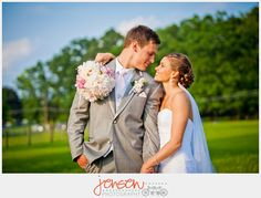 #garyroebuckphotography Unique wedding photo poses to make the most of your special and beautiful day.