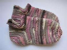 Nalbound socks in Broden Stitch UOOO/UUUOO F1.