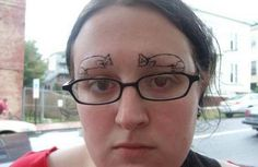 Eyebrow Fails, these are still some of the worse eyebrows trend you have ever seen Funny Eyebrows, Crazy Eyebrows, Worst Eyebrows, Makeup Eyebrows, Funny Dog Photos, Funny Dog Videos, Funny Pictures, Crazy Pictures, Humor Videos