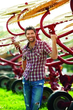 Josh Turner Those country singer eat something that makes them look very good