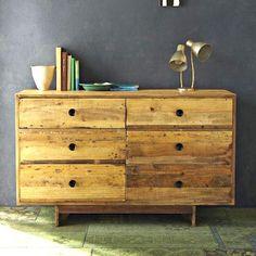 Cómoda, o chest drawers, almacenaje inteligente en el dormitorio: Cómoda en madera natural y con cajones siméticos