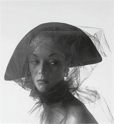 Jean Patchett, 1949. Photo: Irving Penn.