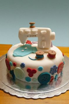 Sewing Machine cake ~ Cake by ConceptCupcakes - looks too good to eat. Well... almost ;)