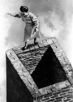 Bad dream!  Grete Stern, lady of illusion