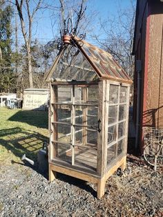 Flo's new window greenhouse Diy Mini Greenhouse, Window Greenhouse, Homemade Greenhouse, Backyard Greenhouse, Greenhouse Plans, Pallet Greenhouse, Outdoor Projects, Garden Projects, Old Windows