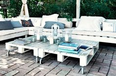Stained wood pallet furniture