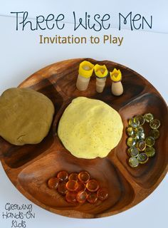 A Christmas themed Three Wise Men invitation to play with homemade play dough.