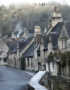 English village reminds me of Winchcombe in Glos.Aunt Lily lived here and Mum,Pat and Gail stayed here. Oh The Places You'll Go, Great Places, Amazing Places, Beautiful Buildings, Beautiful Places, English Village, English Cottages, Stone Houses, Stone Cottages