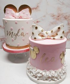 The cutest duo of Minnie Mouse cakes for sisters Myla and Lea 🎀 Pink, white and gold has been a winning colour combo this year! Mini Mouse Birthday Cake, Minnie Mouse First Birthday, Baby Birthday Cakes, Disney Birthday, 2nd Birthday, 1st Birthday Cake For Girls, Birthday Ideas, Minnie Mouse Theme Party, Minnie Mouse Party Decorations