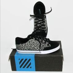 New Circa Skate shoes sz 9 leopard print athletic Purchased for my daughter at Journeys but never worn. Padded tongue and around top. Great print!! Size 9 women's new w box Circa/Journeys Shoes Athletic Shoes
