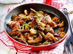 Unser beliebtes Rezept für Rindergeschnetzeltes mit Balsamico-Pilzen und mehr als 55.000 weitere kostenlose Rezepte auf LECKER.de.