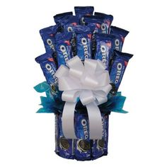 All Our Oreo Cookie Bouquet is designed using 21 packages of Oreo cookies to make up this spectacular cookie gift. If you know someone who is crazy about Oreo cookies, this is the gift for them. Bouquet Cadeau, Gift Bouquet, Cookie Bouquet, Candy Boquets, Candy Bar Bouquet, Bouqets, Cookie Gift Baskets, Cookie Gifts, Basket Gift